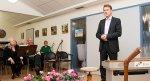 Dieter Krone, Oberbürgermeister von Lingen, bei seinem Grußwort zum 10-jährigen Juiläum der Freien Musikschule TonArt.